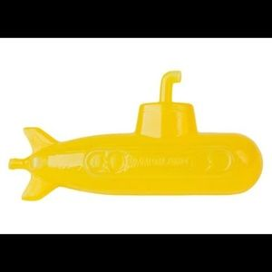 NEW Kikkerland Yellow Submarine Reusable Ice Cubes